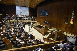 Proposta do governo estadual teve 31 votos favoráveis e 18 votos contrários | Foto: Vinicius Reis / AL-RS / Divulgação CP