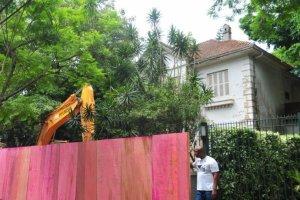Casa começaram a ser removidas nesta sexta-feira | Foto: Alina Souza