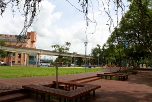 Praça tem nova iluminação, deck, quadra de futebol, academia e parquinho  Foto: Brayan Martins/PMPA