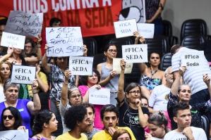 Manifestantes protestaram contra a extinção de secretarias, como a Seda (Foto: Ederson Nunes/CMPA)