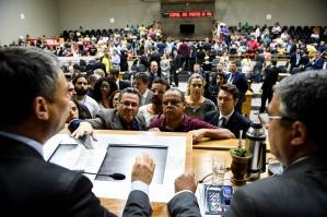 Iniciada às 14 horas, a sessão extraordinária durou quase oito horas (Foto: Elson Sempé Pedroso/CMPA)