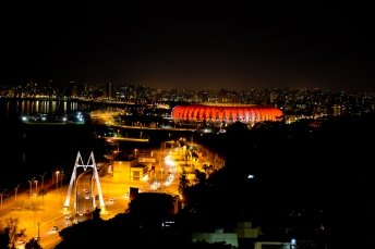 Porto Alegre .Orla do Guaíba a noite.